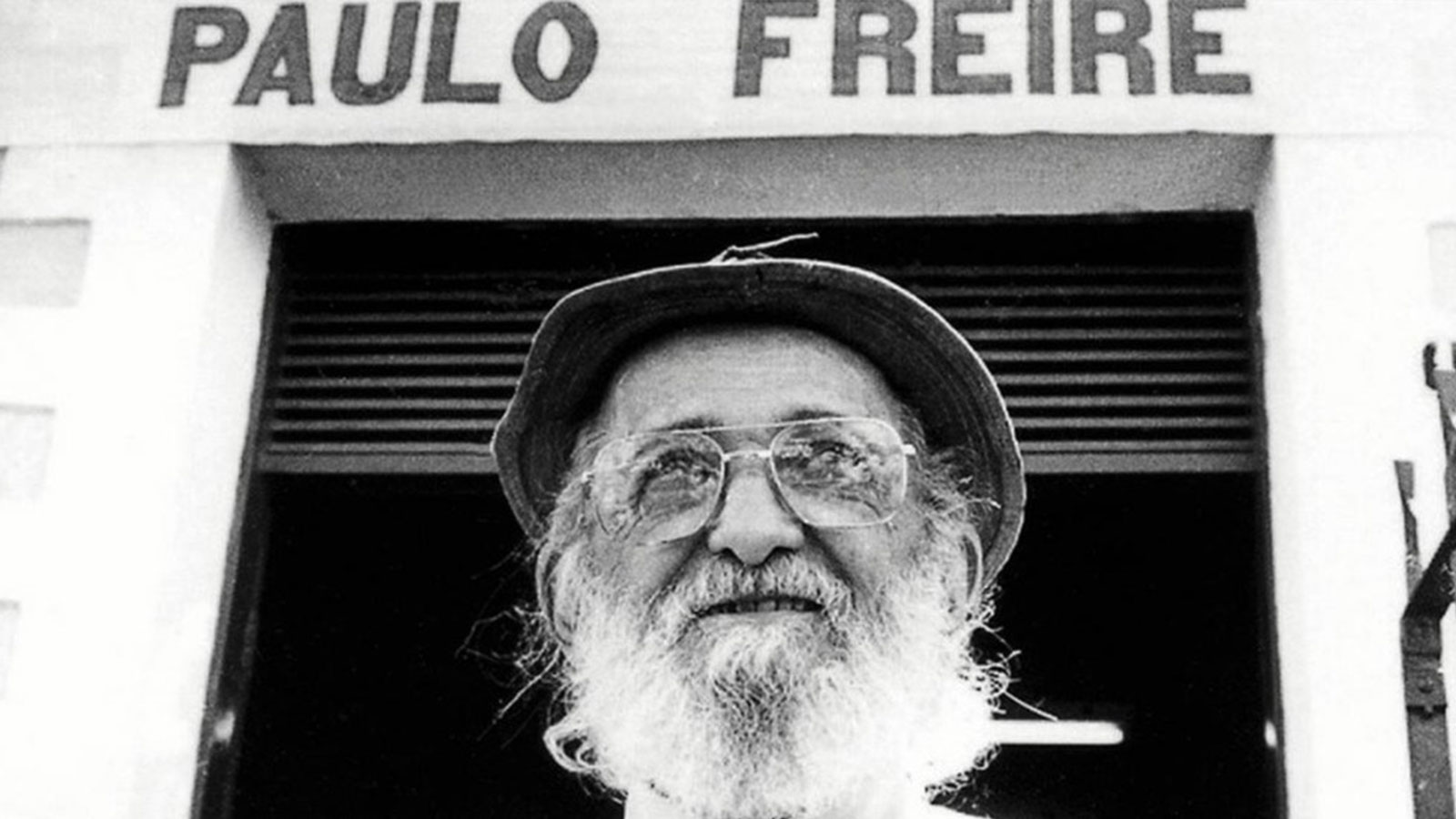 Paulo Freire wearing hat and glasses with an amazing big white beard.